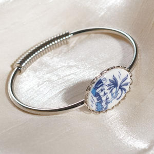 Jewelry - Blue Willow Spring Hinge Bracelet